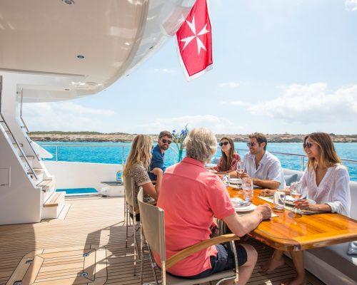 Alquilar un Barco con Familia y Amigos